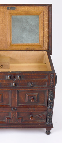 Short Family Dressing Box Detail